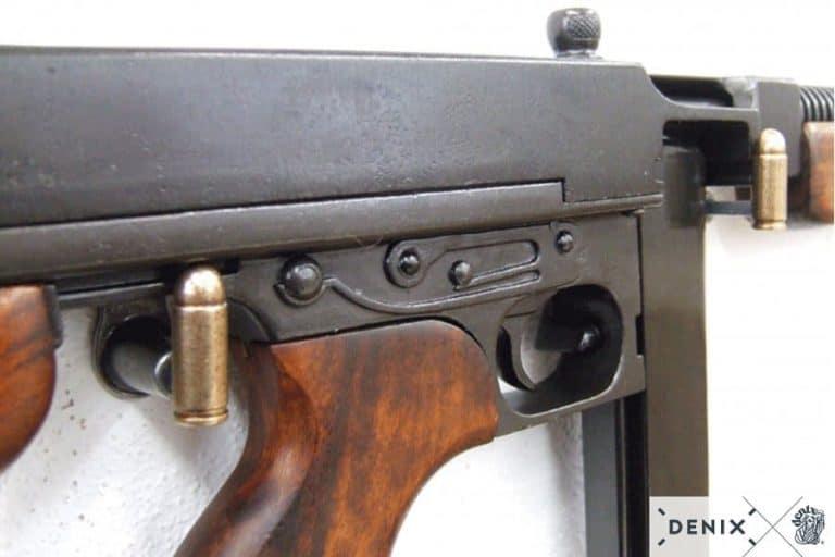 MITRAILLETTE-THOMSON-M1928 - CHARGEUR-DROIT-2